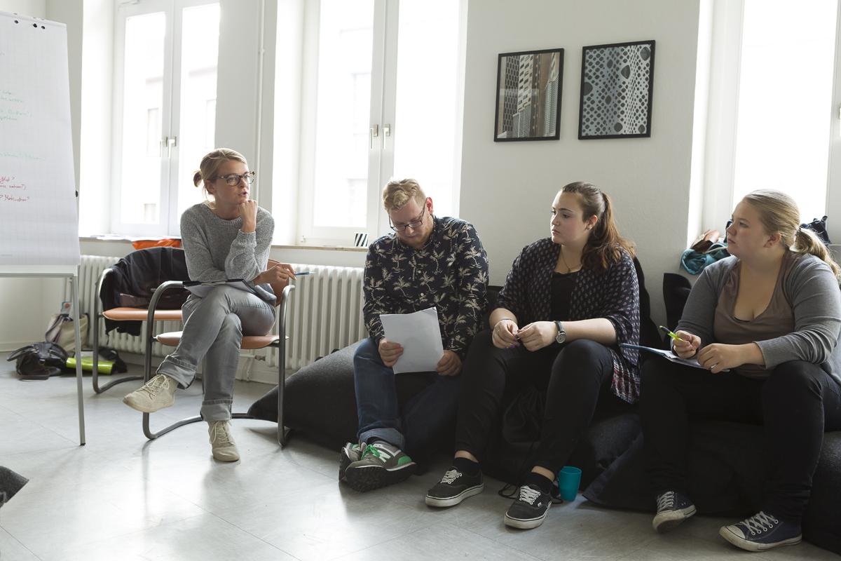 Perspektiven einer Privilegierten - Die doku.klasse mit Eva Hausberger zu ihrem Projekt Maria Luisa